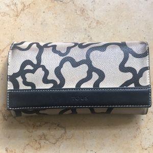 Tous leather wallet. Cream w/black bear silhouette